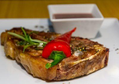Stek z sezonowanego antrykotu - Restauracja Beef&Rock