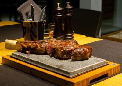 Tomahawk w restauracji Beef'n'rock - Karpacz